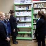 Выставка литературы, рисунков и памяток в школьной библиотеке  «Будь внимателен на воде»