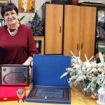Награждение директора школы – диплом, удостоверение и медаль «За инновации и развитие»